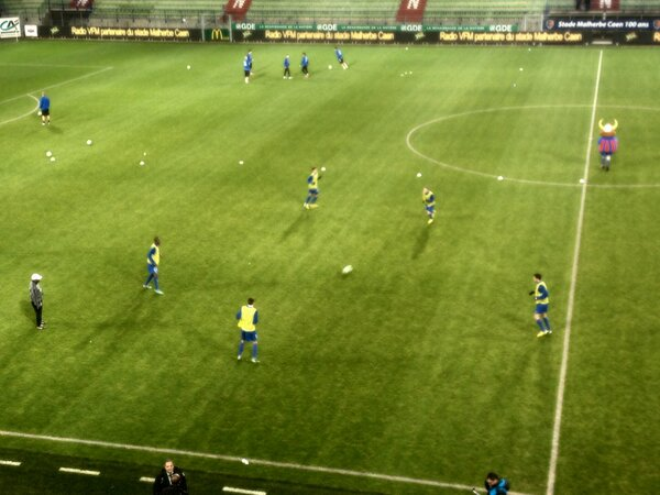 [23e journée de L2] SM Caen 1-0 Nîmes Olympique - Page 3 BCCd0AmCYAAbOqw