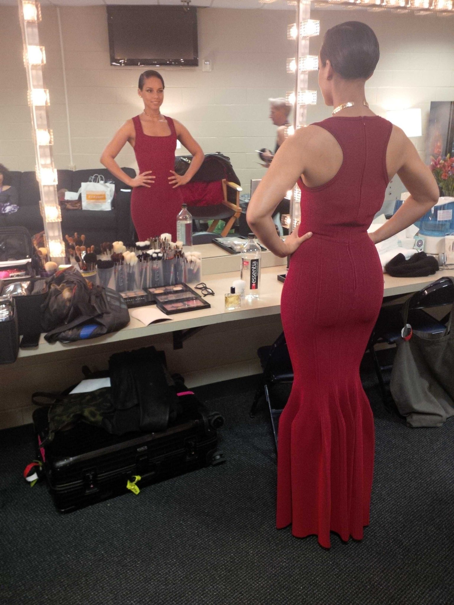 Alicia Keys On Twitter Almost Ready To Sing At The Superbowl Is This Football Appropriate Heels Are My Version Of Cleets Sb47 Http T Co Kqoignkw