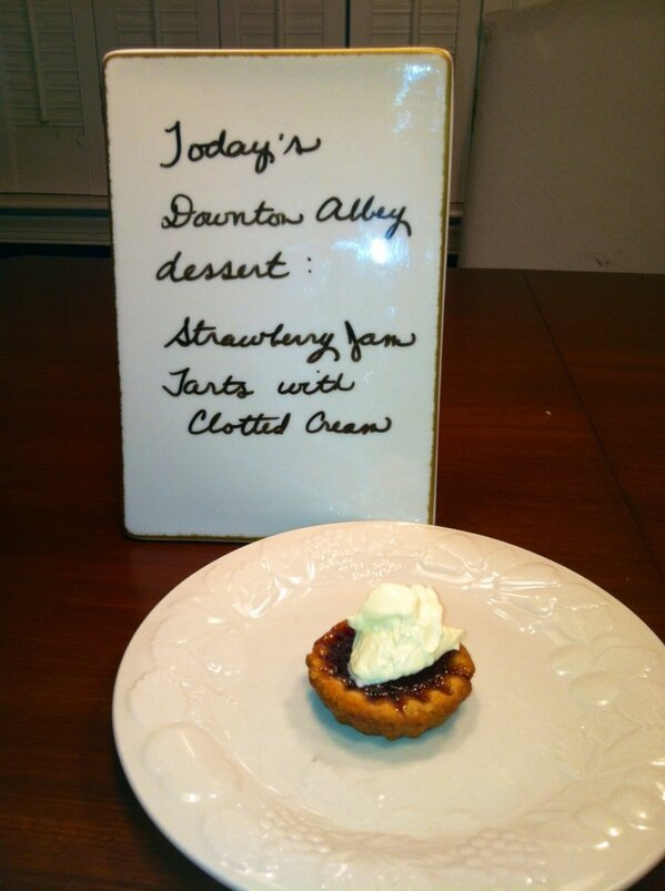 Strawberry Jam Tarts with Devonshire clotted cream. #DowntonPBS dessert http://pic.twitter.com/KNDaOviE