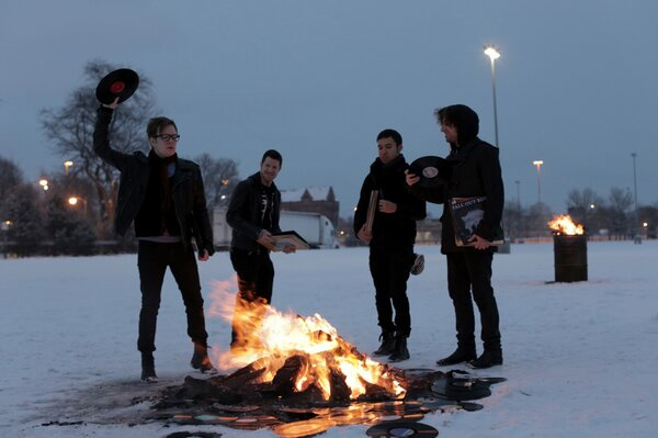 the future of fall out boy starts now #saverockandroll http://t.co/TLU8N2XB http://t.co/Y18iL0bC