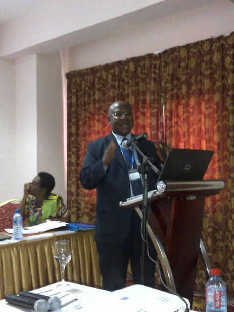 Frank Nyonator: We do not wait for patients to show up. We go to patients homes & meet community members! #isquaghana http://pic.twitter.com/HnnvO9p0