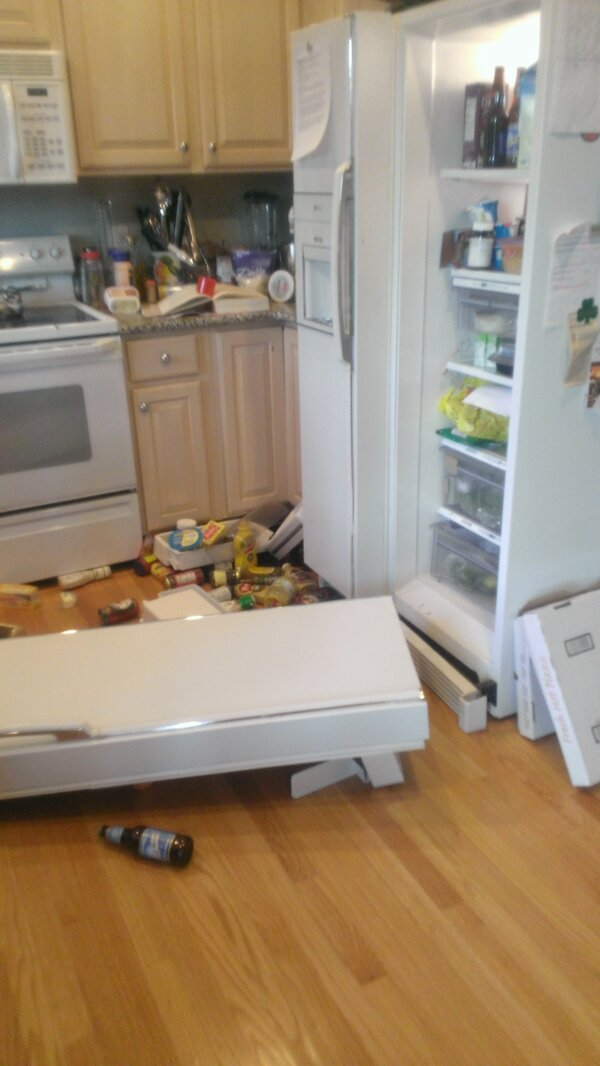 Kate Silvestri On Twitter Um Our Refrigerator Door Just Fell Off Http T Co 4a6jrp7