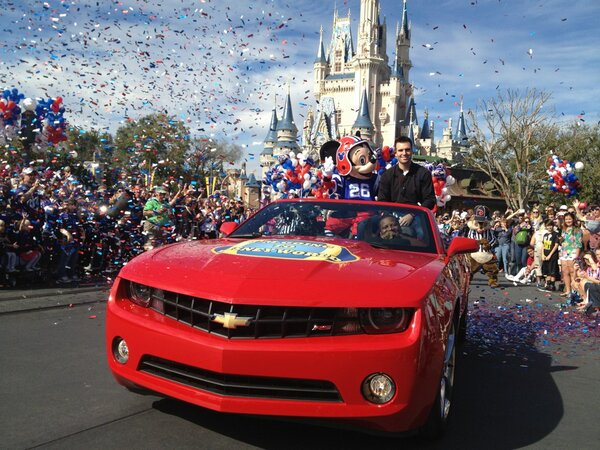 Joe Flacco and Mickey Mouse at Magic Kingdom parade @WaltDisneyWorld #imgoingtodisney #ravens #SuperBowlXLVII http://pic.twitter.com/V4QbVUBI
