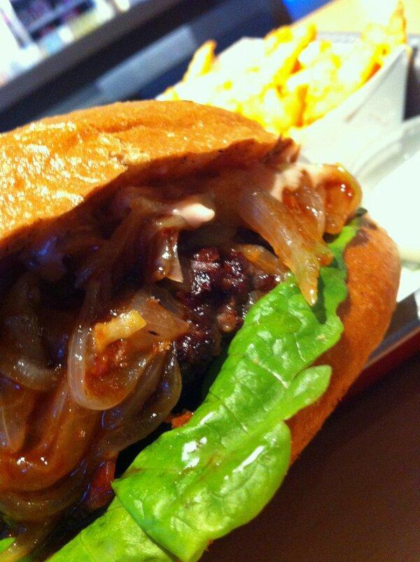 Bambaşka bir BBQ burger deneyimi: Smoke Bang!