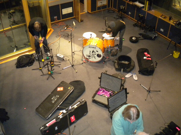Setting up at Maida Vale with @the_bronx #AAA http://pic.twitter.com/FsxCY1TE