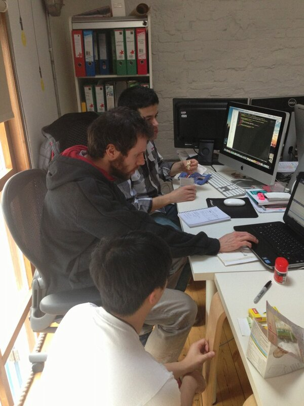 Our developers are working hard :) #ux #agile #leanstartups #leanux http://pic.twitter.com/4t7oOFCE