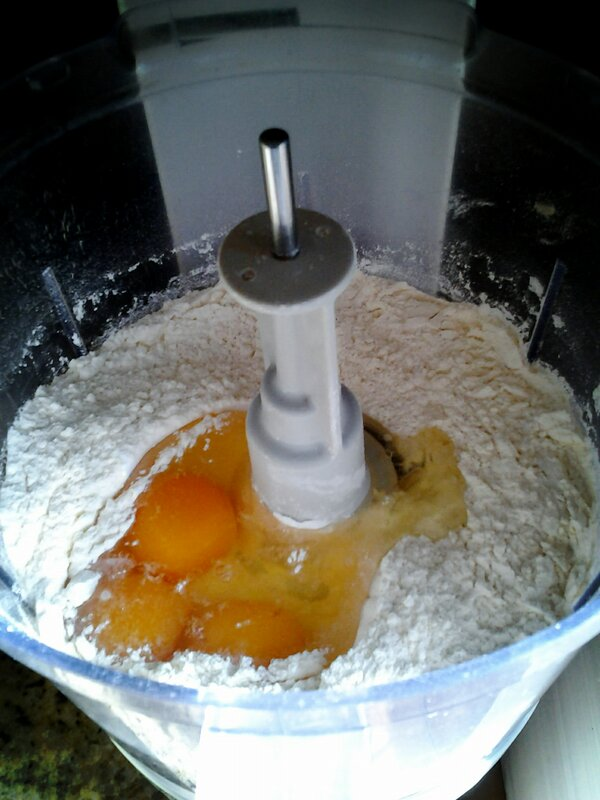 @Zeb_Bakes just give a twirl to mix flours and then add eggs.. http://pic.twitter.com/nbZbvmav