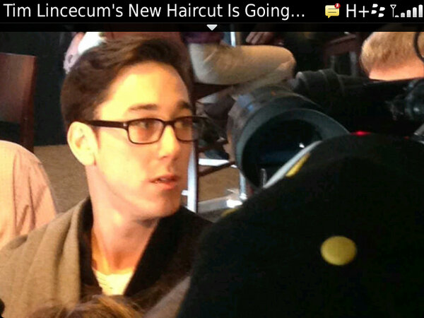 Tim Lincecum looks like K.D. Lang now. #Giants #MLB http://pic.twitter.com/miN64Fy1