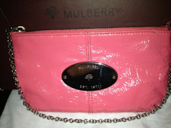 RT  WorsleyDress  Competition RT   Follow to be in prize draw for Mulberry  Charlie Lipstick Pink Clutch. Creased Patentpic.twitter.com p91pdp0O be74da9212
