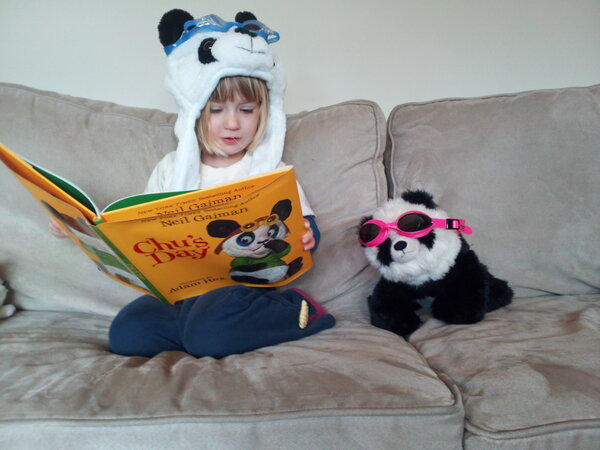 "RT @neilhimself: Possible Cutest Thing In The World. Ever.  RT @sandblowerliz: Lyra ""reading"" Chu's Day while dressed up like Chu. http://pic.twitter.com/kNxhclVT"