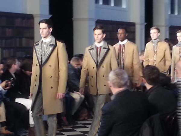 RT @LibertyLndnGirl: .@tommyhilfiger mens goes collegiate #nyfw http://pic.twitter.com/Gjgsufrr