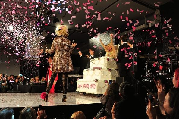 RT @lulujohnson85: Mom's last #fashion show. Wonder what she has in store for Monday. #mbfw #betseyjohnson #nyfw http://pic.twitter.com/0C9kWQWP