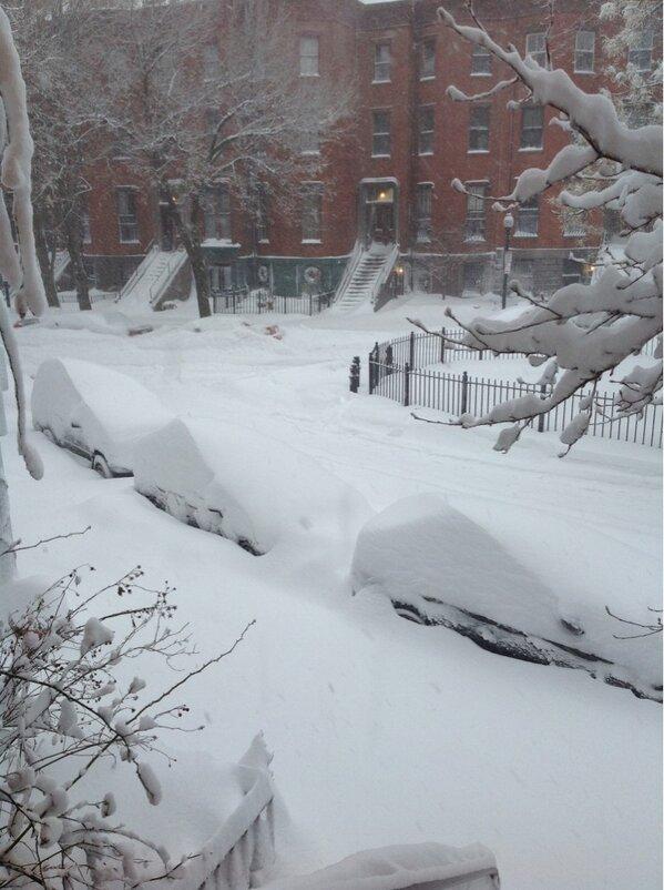 RT @JimCantore: RT @GdenisBoston:  @jimcantore  Snow-sculpted cars, Worcester Square, #Boston, 7:00 h http://pic.twitter.com/BAVdT7E1