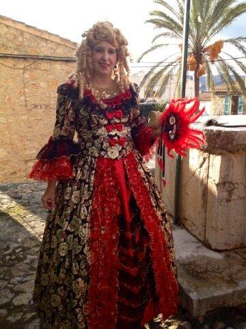 Ya están empezando a llegar los disfrazados al carnaval #ruacalvia13 #Calvia #Mallorca Yaaaaa! ¿Te apuntas? http://pic.twitter.com/E6exREzZ