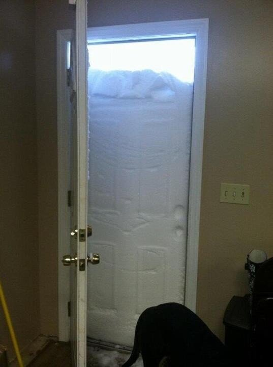 RT @NickKristof: Glad I'm not shoveling snow in Trumbull, CT MT @nycjim: This cld be the definitive blizzard photo: http://pic.twitter.com/YZbiinRX
