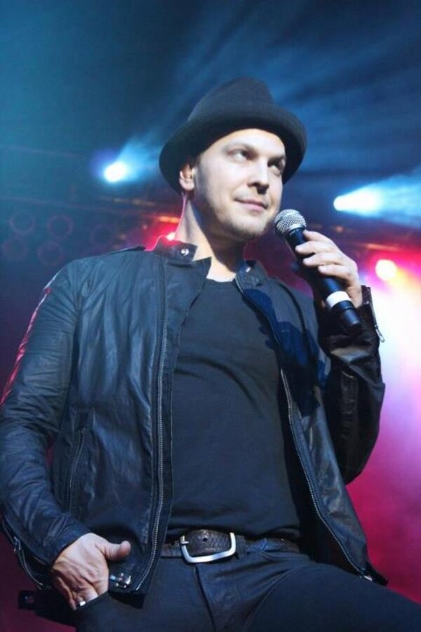 One of my favorite pics from last night! @GavinDeGraw #williamandmary #charterdayconcert http://pic.twitter.com/C3flw9pU