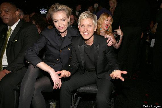RT @HuffPostEnt: This Kelly Clarkson photobomb is by far the best moment of the night so far #Grammys http://huff.to/WYNjET http://pic.twitter.com/ze1boSwu