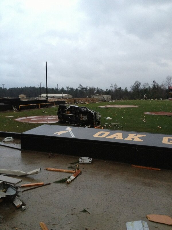 @wdam basketball players truck on the field http://pic.twitter.com/zRJKGTG2