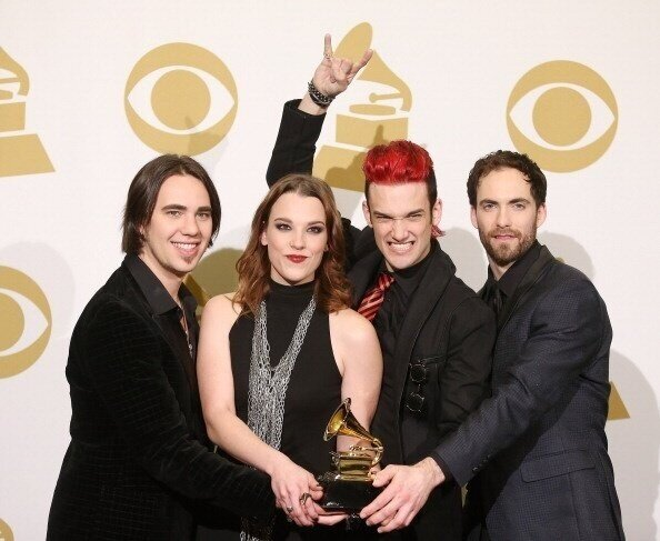 RT @ExGwenabee: Best looking tonight and with the Win! #GRAMMYs @Halestorm group pic! Congrats band and crew and the other #freaks http://pic.twitter.com/DA2gYGq9