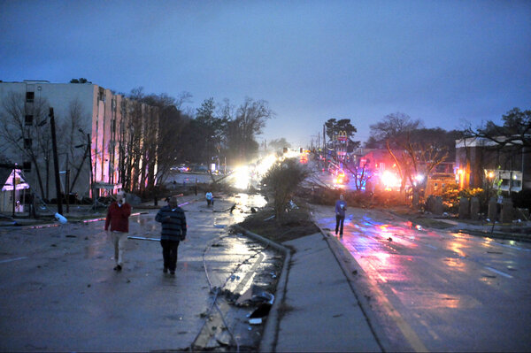 Starting to get more images from the destruction left behind by the Hattiesburg tornado. http://pic.twitter.com/II3QKFcQ
