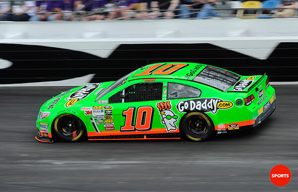 RT @nateryan: Danica Patrick becomes the first woman to lead the Daytona 500. http://pic.twitter.com/UhjrU4xTtp