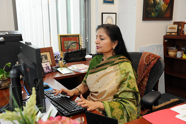This is Dep.Exec.Director Lakshmi Puri. Welcome to all of you! I'm looking forward to your questions. #AskUNWomen http://pic.twitter.com/08Q5aTVgvt
