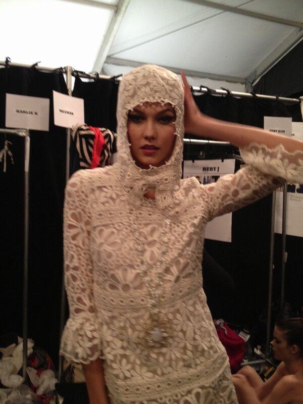 RT @KCDworldwide: Girl you better werk! @karliekloss backstage at @annasui nyfw http://pic.twitter.com/molG7mKr