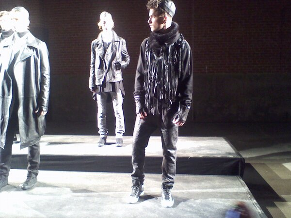 Hassidic meets hipster with LOTS of leather at #ricardoseco @nyunews #nyfw http://pic.twitter.com/3Nyezine