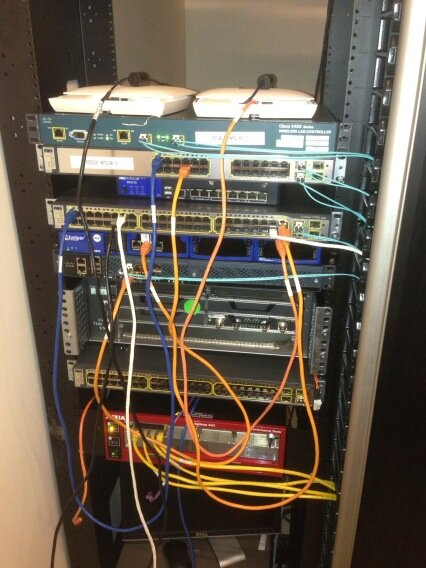 Workin in lab to test the flexconnect of cisco for our Enterprise Wlan initiative. Kool setup rite!! http://pic.twitter.com/8CkOHNiO