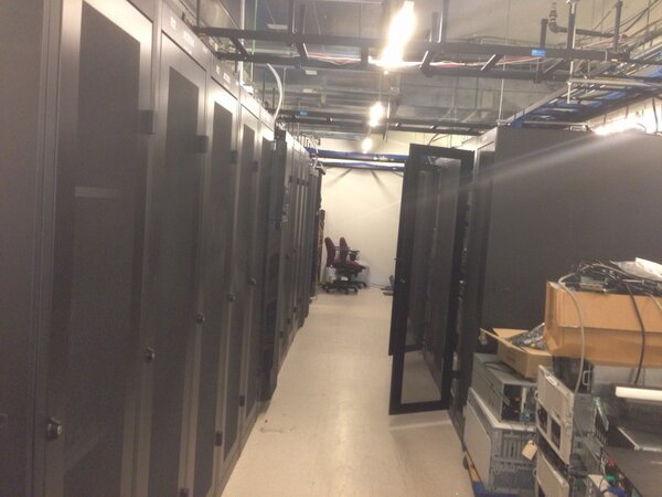 Bye bye wireless lab. V r done for the day. All the tests were sucessfull. Superhappy http://pic.twitter.com/4SncPWkF