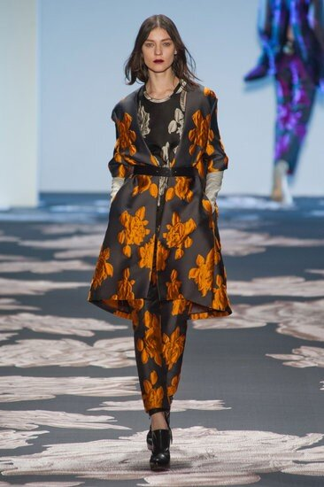 Love this maxi brocade print. Luxe for real. & Jewel tones as one of fall's 2013 biggest trends. #nyfw Vera Wang http://pic.twitter.com/jvcZPgje