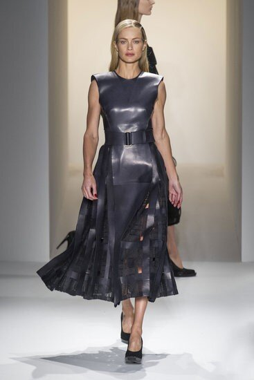 Subtle cut outs, looks like the new classic. A silhouette in Carolyn Murphy. Calvin Klein fall 2013 #nyfw http://pic.twitter.com/G9vFxoXU