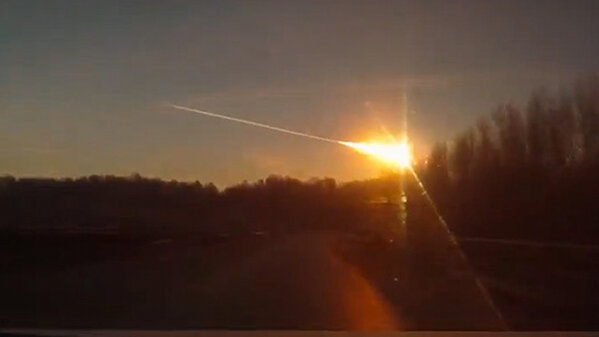 AHORA: METEORITO Un cuerpo celeste cayó en Rusia y provocó destrozos y 400 heridos. http://ir.tn.com.ar/Z1A19G http://pic.twitter.com/JdjXu9sq