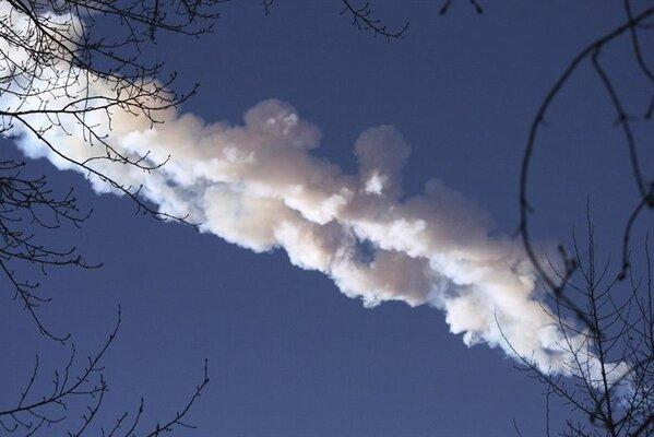 RT @NoticiasMVS: Luz 'irreal' de meteoritos en Rusia hizo pensar en el 'fin del mundo' http://mvsrd.io/UmIQfh http://pic.twitter.com/YGL0yCSC