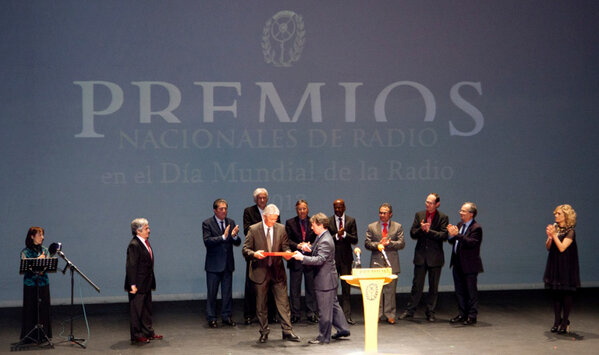 Janis Karklins,UNESCOs Assistant Director-General for Communication receives the award from hands of Jorge Alvarez