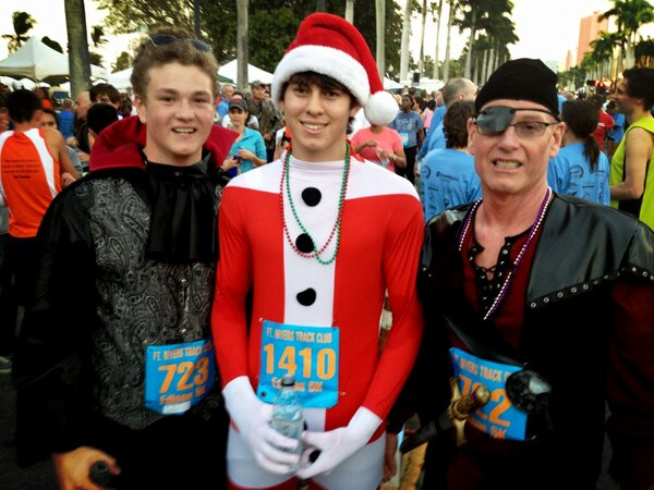 Proof we can all get along with a common purpose: Dracula, Santa and a pirate ran the Edison 5K. #npedison http://pic.twitter.com/WE9phaBx