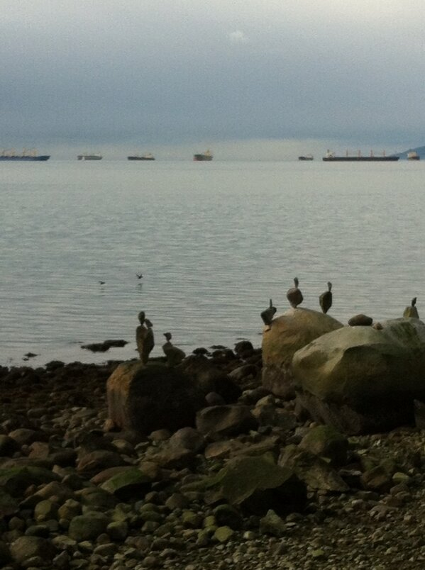 """Find the """"real"""" bird. #yvr walks after #edtechbc http://pic.twitter.com/WmtgL1Ty"""