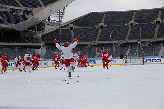 Big win for hometown boy Frankie Simonelli in special Saturday @HkyCityClassic shootout at Soldier Field. http://pic.twitter.com/daGOlXzU