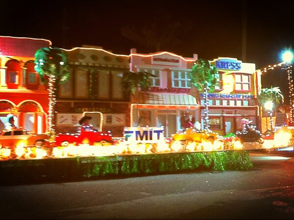 Sights from #Edison Festival of Lights #swfl http://pic.twitter.com/Do0HAD7e