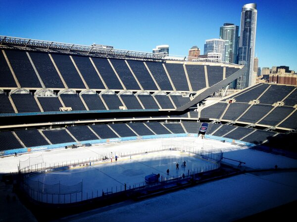 It's a B-E-A-Utiful day for hockey here on the shores of Lake Michigan #HCC http://pic.twitter.com/B6aKnXIh