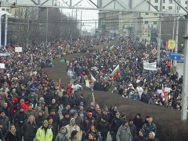 #Bulgaria: Mass protest in coastal city of Varna #BulgariaRage http://pic.twitter.com/8OZXLdi4