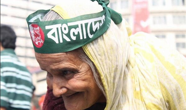 This is the face of BanglaDesh. An elderly woman joins the young men and women occupying #Shahbag square in Dhaka. http://pic.twitter.com/rqzbU90r