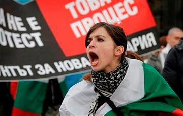 A Bulgarian woman shout slogans during a protest in Sofia against higher electricity and heating bills http://pic.twitter.com/NJIHekqQ