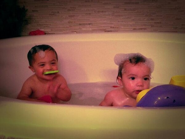 Bath time at the Horn House = Lots of bubbles and toys http://t.co/bQGDXyqG