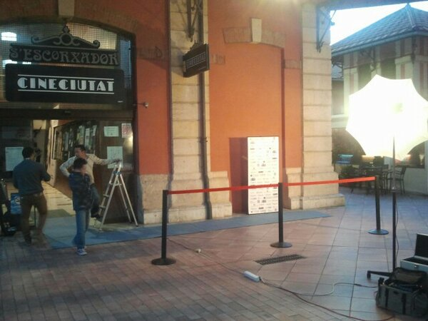 Quieres tu minuto de gloria? Pasate por el #CORTOSenCINE en Cine Ciutat http://pic.twitter.com/MNPA0CRA