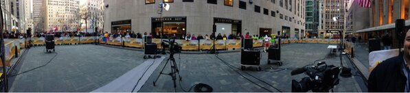 Outside! Inside @todayshow #SteveInToday Panorama. http://pic.twitter.com/xLc8F4XIRS