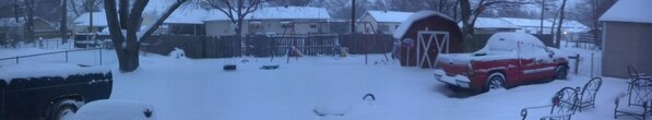 The view of my backyard #kssnowstorm http://pic.twitter.com/fDmFOW3J4d