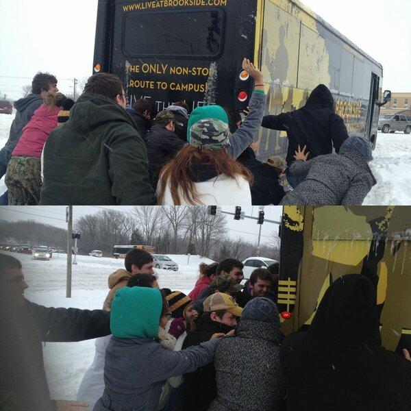 @KOMUnews @BrooksideComo Residents get together to Push the Brookside Bus out on to Stadium Road #CoMoSnow #snowday http://pic.twitter.com/Q014aox328