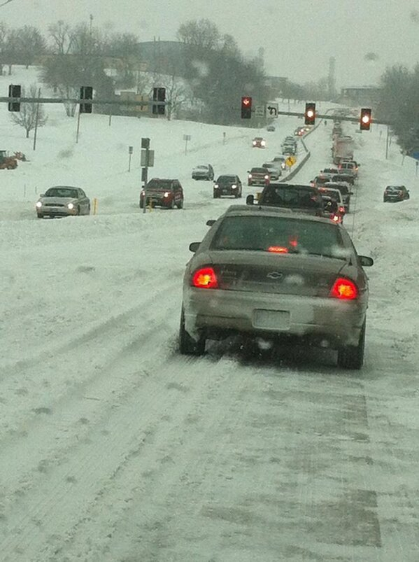 Traffic on Providence is moving but slowly. Have you made it home yet? #CoMoSnow http://pic.twitter.com/TwFMpGIVev