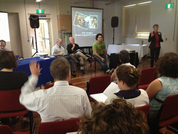 RT @thomcochrane: iPad champions at #uwsipads summit @jarvanitakis pic.twitter.com/Cvd8opIjOy